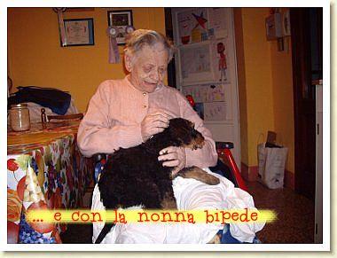 ..e con la nonna bipede..